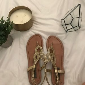 Gold Steve Madden sandals 🌟